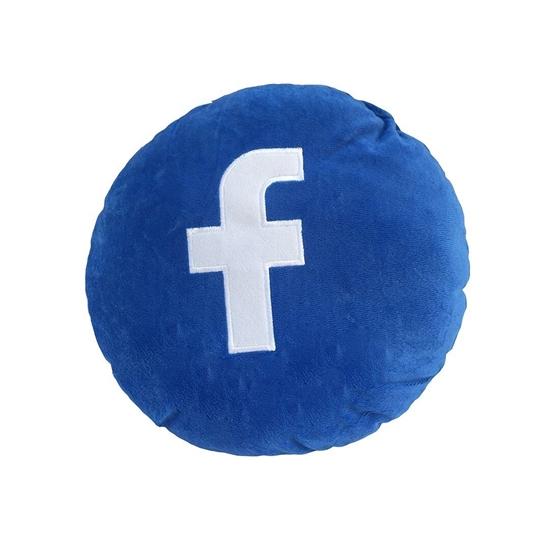 صورة  وسادة بتصميم فيسبوك