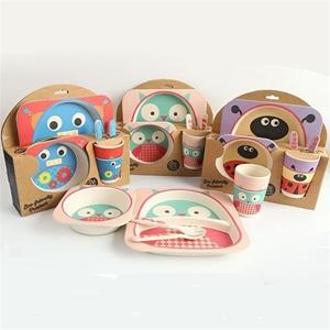 صورة لقسم أدوات مطبخ وأواني المائدة للأطفال