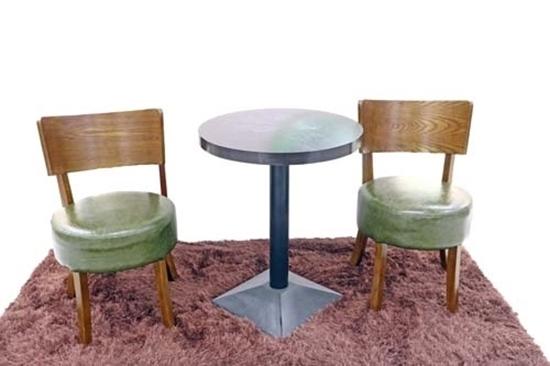 صورة Tea Table & 2 Leather Chairs
